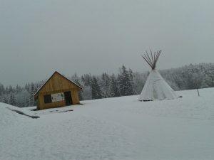 Räuberwaldhaus und Tipi im Räuberwald
